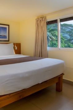 Superior room atCoral Strand Smart Choice Hotel Seychelles Hotels, Hotel Sites, Room Reservation, Choice Hotels, Superior Room, 4 Star Hotels, King Size, Sofa, Bed