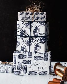 Lova's World: Hand-Stamped DIY Wrapping Paper ❥