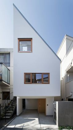 Japanese architecture Design is indeed more of visual arts and understanding the natural world as a source of spiritual insight and an human lifestyle. Narrow House Designs, Latest House Designs, Small House Design, Minimalist House Design, Minimalist Home, Minimal Design, Compact House, Space Architecture, Japanese Architecture