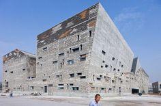 Museo de historia de Ningbo es una de las obras destacadas del nuevo Premio Pritzker 2012, Wang Shu.