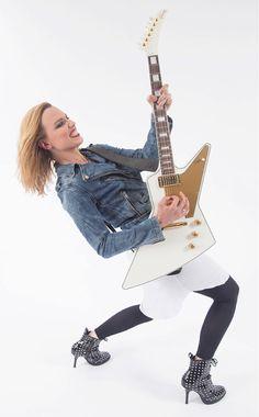 Lzzy Hale ✾ of Halestorm Rainha Do Rock, Lzzy Hale, Women Of Rock, Rocker Chick, Guitar Girl, Halestorm, Female Guitarist, Metal Girl, Poses