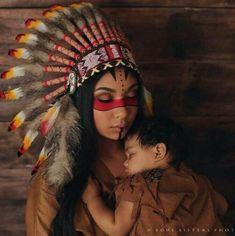Just two beautiful souls. Indian makeup look Native American Makeup, Native American Women, American Indians, Indian Makeup Halloween, Indian Halloween Custome, Make India, Tribal Makeup, Festival Makeup Glitter, Halloween Karneval