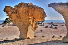 Bolnuevo se encuentra en el litoral sur de Murcia, bañado por las aguas mediterráneas en un accidente marino conocido como golfo de Mazarrón. Murcia, Heat Damage, Geology, Mount Rushmore, Mountains, Water, Buildings, Travel, Animals
