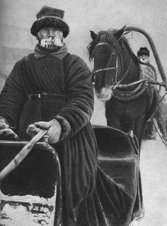 Извозчик в зимнюю стужу. Российская империя.