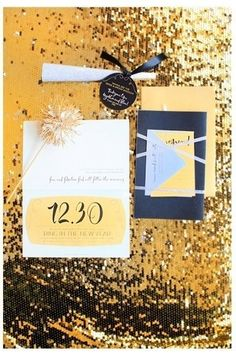 LOVE! A little glam and a lot of sparkle! Perfect and festive #invitation suite for a new year's wedding - or for anyone who loves pizazz! {The 2u Collection}