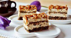 Diós karamellszelet – könnyed krémmel, sokkal finomabb mint a Snickers és óriási adag! Romanian Desserts, Romanian Food, Sweets Recipes, Cake Recipes, Cooking Recipes, Sweets Cake, Cupcake Cakes, Recipe Mix, Food Cakes
