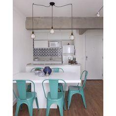 Projeto da @casa2arquitetos com nossos azulejos Pote ao fundo ;-) Postado no blog da @arquiteta_mariana #azulejos #azulejosdecorados #revestimento #arquitetura #reforma #decoração #interiores #decor #casa #sala #design #cerâmica #tiles #ceramictiles #architecture #interiors #homestyle #livingroom #wall #homedecor #lurca #lurcaazulejos