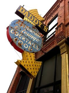 Daddy's Restaurant & Lounge (Kansas City, MO) | vintage exterior signage with marquee lights
