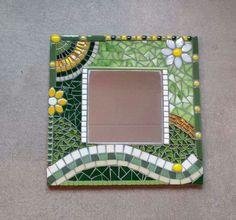 Nice! Sea Glass Mosaic, Mosaic Pots, Stained Glass Birds, Mosaic Wall Art, Mirror Mosaic, Mosaic Diy, Mosaic Crafts, Mosaic Projects, Mosaic Tiles