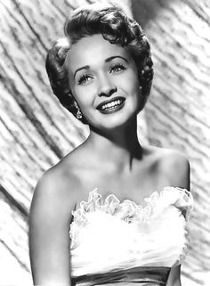 Jane Powell (April During the summer of while on vacation in Hollywood, with her parents. Jane appeared on Janet Gaynor's r. Hollywood Icons, Old Hollywood Glamour, Hollywood Actor, Golden Age Of Hollywood, Vintage Hollywood, Hollywood Stars, Hollywood Actresses, Classic Hollywood, Actors & Actresses