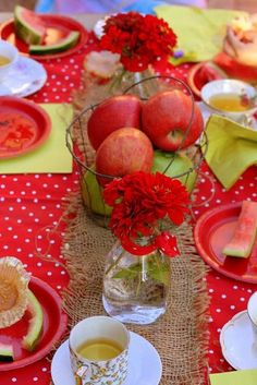 Apple party ideas for the littles.