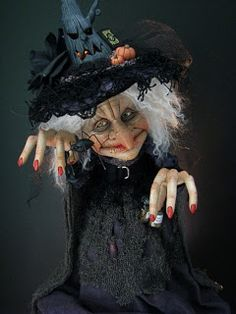 Easy Halloween Crafts, Halloween Doll, Halloween Ghosts, Vintage Halloween, Halloween Pumpkins, Haunted Dollhouse, Haunted Dolls, Dracula, Witch Face