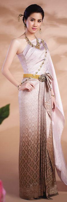Traditional Thai dresses http://www.we-mag.com/ Thai Traditional Dress, Traditional Wedding Dresses, Traditional Outfits, Thai Wedding Dress, Khmer Wedding, Thailand Costume, Thailand Fashion, Thai Fashion, Oriental Dress