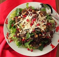 Mushroom, walnut and pomegranate salad Salad Recipes, Diet Recipes, Cooking Recipes, Healthy Recipes, Recipies, Salad Bar, Soup And Salad, Savoury Dishes, Greek Recipes