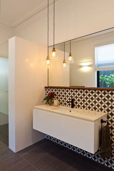 Home Decor Habitacion House Nerd.Home Decor Habitacion House Nerd Ensuite Bathrooms, Laundry In Bathroom, Bathroom Renos, Room Wall Tiles, Feature Tiles, Bathroom Feature Wall, Bathroom Wall, Cottage Renovation, Decorating Small Spaces