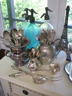 There is something about old tarnished silver that I like......it give me a feeling of home.
