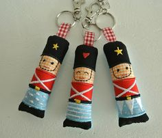 Monster, simple for keychain Handmade Christmas, Christmas Crafts, Christmas Ornaments, Diy Christmas Yard Decorations, Little Boys Rooms, Wool Quilts, Nutcracker Christmas, Sewing Dolls, Felt Dolls