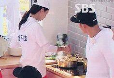 Song Ji Hyo and Kim Jong Kook, Running Man ep. 321. © on gif
