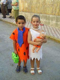 Frédi és Vilma Farsangi jelmez ötletek Ikreknek ,costume ideas for twins Funny Homemade Costumes, Funny Costumes, Homemade Halloween, 2017 Halloween Costumes, Twin Halloween, Flintstones Costume, Twin Costumes, Boy Girl Twins, Jelsa