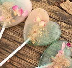 The Midsummer Nights Dream Lollipop – Little Lollipop Shop Edible Rose Petals, Edible Roses, Dried Rose Petals, Lollipop Shop, Magnum Paleta, Flavored Marshmallows, Fairy Tea Parties, Pink Color Schemes, Wedding Favours