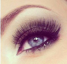 Want eyelashes that go on for days?  Put one coat of mascara, allow to dry, dust eyelashes with our HD powder and add another coat.  For a little extra--add some of our sparkle to lashes and lid.  Vie Bon!!!! #eyelashes #lashes #mascara #cosmetics