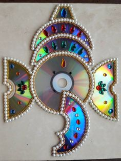 CD Ganesha by Dakshata Gaude‎. Saved from Fevicryl hobby ideas facebook page. Cd Crafts, Craft Stick Crafts, Diy Crafts To Sell, Crafts For Kids, Arts And Crafts, Paper Crafts, Arti Thali Decoration, Decoration For Ganpati, Diwali Decorations