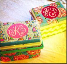 Hand painted Lilly Pulitzer coolers Diy Craft Projects, Fun Crafts, Arts And Crafts, Hand Painted Coolers, Cooler Designs, Cooler Painting, Sorority Crafts, Phi Mu, Kappa Delta
