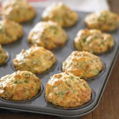 These 10 Healthy Muffin Recipes Will Revolutionise Your Meal Planning Sun-dried tomato, spinach and feta muffins Savory Muffins, Healthy Muffins, Savory Snacks, Breakfast Muffins, Homemade Muffins, Cheese Snacks, Cheese Muffins, Savory Breakfast, Easy Snacks
