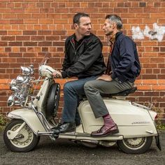 Scooter Boys—Lammy Man Ska, Mod and Scooter Clothing Vespa Gts, Lambretta Scooter, Vespa Scooters, Retro Scooter, Scooter Girl, Bald Men Style, Foto Picture, Mod Girl, Mod Fashion