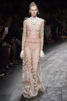 Valentino Spring 2016 Ready-to-Wear Fashion Show - Julia Nobis (Viva)