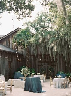 Photography : Simply Sarah Photography Read More on SMP: http://www.stylemepretty.com/2016/10/25/classic-charleston-summer-plantation-wedding/