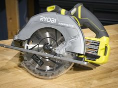 Woodworking jigs are an essential part of any woodworking shop. They are terrific for repetitive jobs in numerous wood working jobs. They make complicated jobs easier to handle and quicker. Circular Saw Reviews, Ryobi Tools, Jet Woodworking Tools, Power Tools, Wood Working, Blade, November, Handle