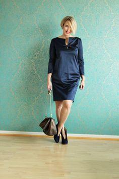 A fashion blog for women over 40 and mature women Dress + Bag: Dorothee Schumacher  Booties: Ivylee