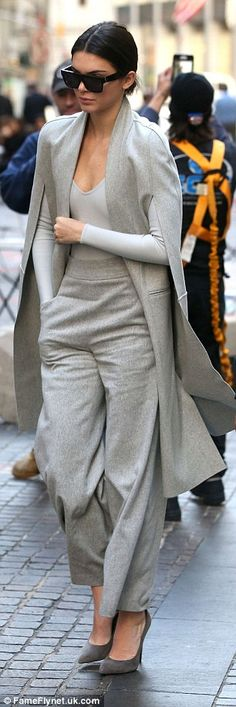 Fashion forward: The slender star stepped out in a grey suit with caped jacket earlier in the day and met up with younger sister Kylie Vogue Fashion, Grey Fashion, Look Fashion, Winter Fashion, Fashion Outfits, Womens Fashion, Fashion Cape, Look 2018, Mein Style