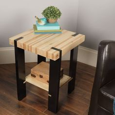 This stylish, modern table made of pallet wood is a great introduction to milling lumber and cutting joinery on a table saw. This stylish, modern table made of pallet wood is a great introduction to milling lumber and cutting joinery on a table saw. Woodworking Projects Diy, Woodworking Furniture, Pallet Furniture, Furniture Projects, Wood Projects, Woodworking Plans, Furniture Design, Woodworking Classes, Furniture Online