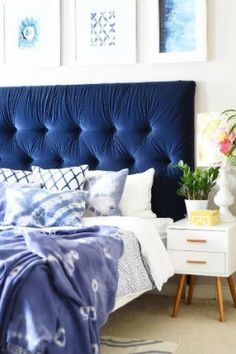Crazy love for this blue velvet diamond tufted headboard, hand-crafted by the creatively talented Aniko @anikolevai | Love the floral lampshades too! Beautifully styled bedroom décor #wishtankworthy