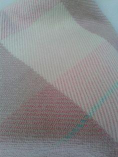 Cobertor de lã feito em tear manual - Nadia Rezende