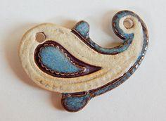 Pendant of porcelain By Mª Carmen Rodriguez ( Majoyoal ) https://www.facebook.com/maricarmen.rodriguezmartinez.14