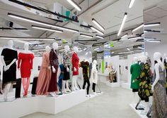 """Zaha Hadid """"chose herself"""" to design Women Fashion Power exhibition #shop #verlichting"""