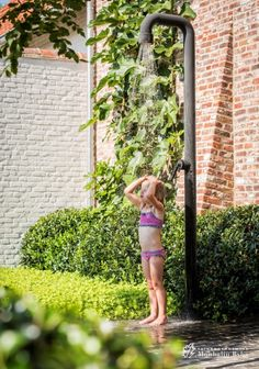 Aangelegde tuinen door tuinonderneming Monbaliu - De Vlaams landelijke stijl met… Natural Swimming Pools, Swimming Pools Backyard, Pool Decks, Pool Landscaping, Lap Pools, Natural Pools, Indoor Pools, Dipped Hair, Hot Tub Backyard