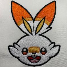 Motif de Broderie Machine Gratuit FLAMBINO – SCORBUNNY – Broderie-Machine.com Pokemon Starter, Free Machine Embroidery, Tuto Sac