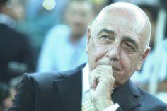 Quasi 28 anni e 28 trofei. E' il lungo curriculum di Adriano Galliani al Milan. Ma l'ad ora è pronto a dire addio.http://tuttacronaca.wordpress.com/2013/11/29/galliani-e-laddio-al-milan-sbattendo-la-porta-mi-dimetto-entro-il-31-dicembre/