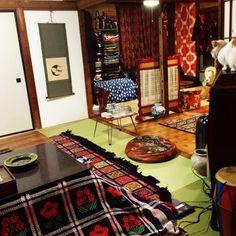 Hazukiさんの、ねこ部,ねこ,日本家屋,おもてなし準備,こたつ,レトロ,部屋全体,のお部屋写真 Studio Apartment Decorating, Apartment Interior, Tatami Room, Japanese Style House, Japanese Interior Design, Retro Kitchen Decor, Decoration, Interior And Exterior, Logs