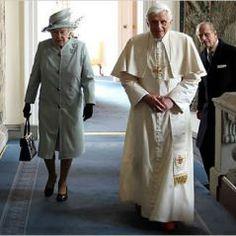 Reina Isabel II y el Duque de Edimburgo, recibieron al Papa Benedicto XVI, en la cuidad que le dan nombre al titulo que lleva el esposo de la Reina,  año 2010