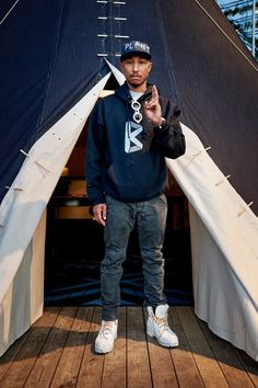 Pharrell in front of his G-Star denim teepee. Photo: G-Star Raw Pharrell Williams, Skateboard, Mode Man, Hip Hop, Cheap Mens Fashion, Urban Street Style, Street Styles, Europe Fashion, Raw Denim