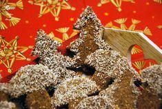 Vianočné pečenie nás posledné roky nejak netrápilo, veď dáme si ovocie atofu kapra, ale ak milujete vianočné koláčiky achcete si dopriať vegánske či raw Vianoce, budeme mať pre vás pár receptov :) Začneme raw perníčkami, ktoré vznikli úplnou náhodou… Na perníčky potrebujeme: – 200g vlašských orechov – kokosový cukor – agáve – perníkové korenie …