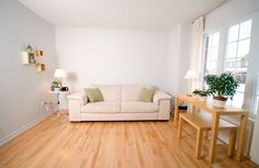cheerful-wooden-floor-texture-with-cream-sofa-and-iron-round-side-table