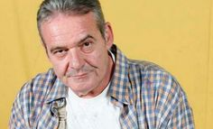 El actor Ángel de Andrés López, el popular Manolo de la serie Manos a la obra, ha fallecido este miércoles a los 64 años.  De Andrés alcanzó relevancia en los comienzos de los años