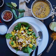 Vanløse blues.....: Giv mig varme salat: Karrystegt blomkål med mango og kikærter