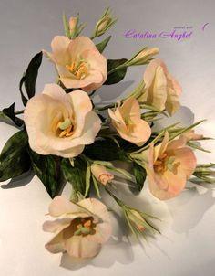Lisianthus- free formed sugar flowers